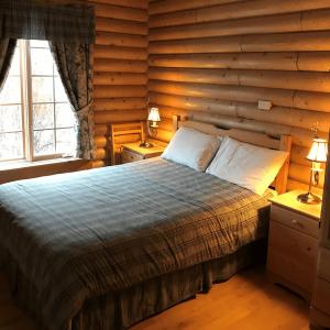 Cloudberry Marsh Room